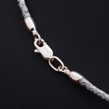 Шелковый серый шнурок с гладкой серебряной застежкой (3мм)
