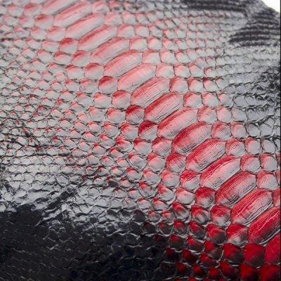 Натуральная кожа питона в отрезках (красный с черным).